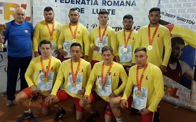 """Încă un """"aur"""" național pentru luptătorii Astrei: Echipa de juniori a triumfat la Rădăuți"""
