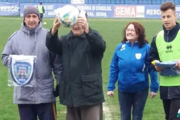 Președintele Lipovei, câștigător la tombola...Sebișului! Premiul a ajuns la un tânăr susținător al Naționalului