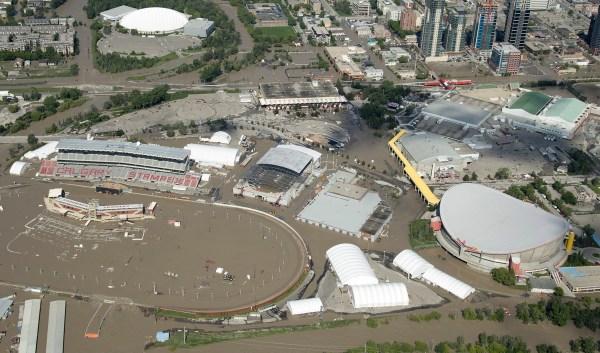 Saddledome Calgary - inondations