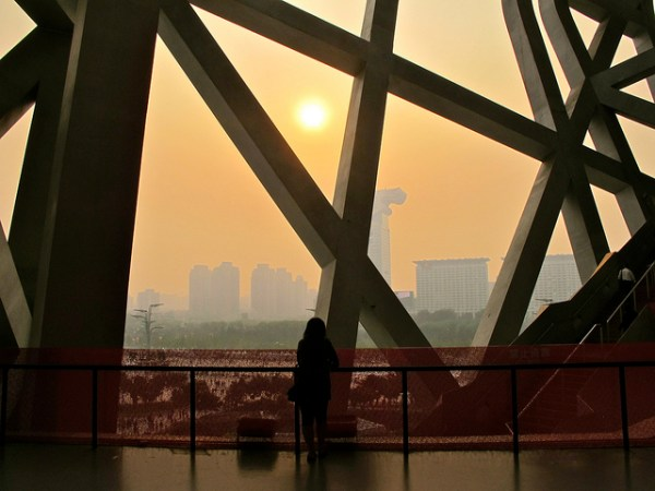 Pollution au smog autour du Nid d'Oiseau en 2011 (Crédits - Flickr / I am Not Wong)