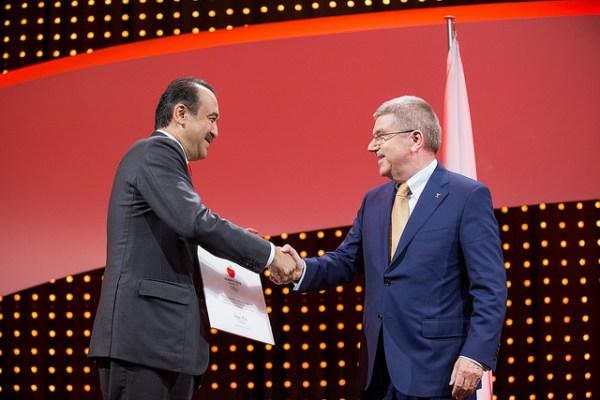 Le Premier Ministre du Kazakhstan, Karim Massimov, et le Président du CIO, Thomas Bach (Crédits - CIO / Ian Jones)