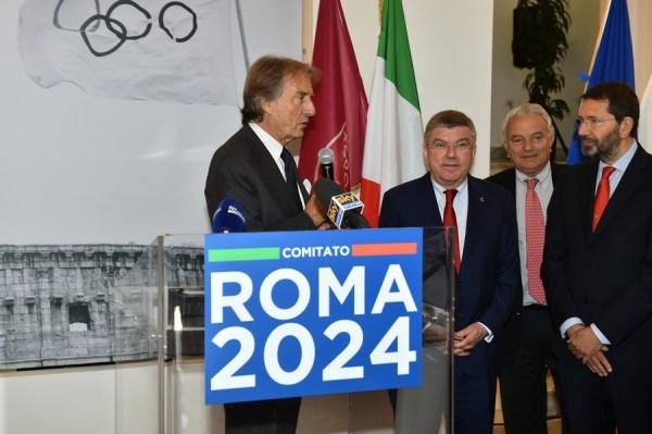 De gauche à droite, Luca di Montezemolo, Président de Rome 2024 ; Thomas Bach, Président du CIO ; Roberto Fabbricini, Secrétaire Général du CONI et Ignazio Marino, Maire de Rome (Crédits - CONI)