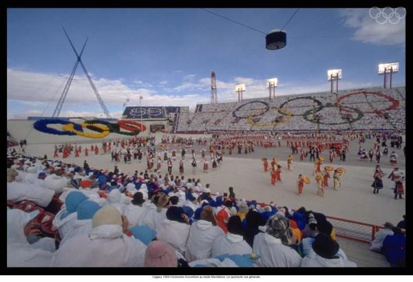 Vue générale de la Cérémonie d'ouverture des JO d'hiver 1988 au Stade McMahon (Crédits - CIO)