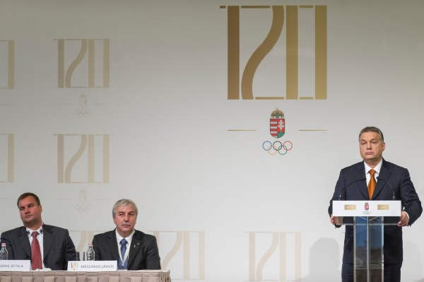 Viktor Orbán lors des festivités du 120e anniversaire du Comité Olympique Hongrois (Crédits - Károly Árvai / Portail du Gouvernement)