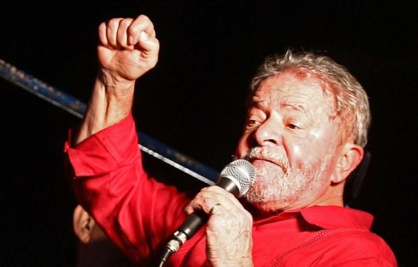 Lula lors d'une manifestation de défense de la démocratie et de soutien à Dilma Rousseff (Crédits - Portail du Gouvernement brésilien)