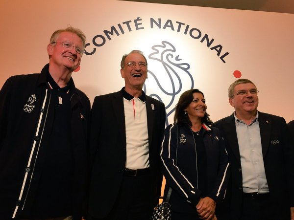 De gauche à droite, Bernard Lapasset, coprésident de Paris 2024 ; Denis Masseglia, Président du CNOSF ; Anne Hidalgo, Maire de Paris ; et Thomas Bach, Président du CIO (Crédits - France Olympique)