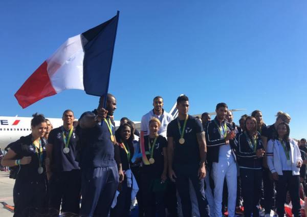 Teddy Riner, porte-drapeau de la délégation française, et une partie des sportifs tricolores ce matin (Crédits - Paris 2024)