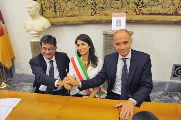 De gauche à droite, Luca Pancalli, Président du Comité Paralympique Italien ; Virginia Raggi, Maire de Rome ; et Daniele Frongia, Adjoint en charge des Sports, lors d'une réunion le 29 août 2016 (Crédits - Daniele Frongia / Page Facebook)