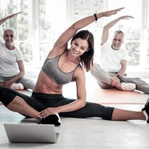 Exercice de sport à faire face a un écran
