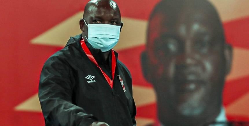موسيماني يثير الجدل حول مدرب جنوب أفريقيا بصورة جديدة