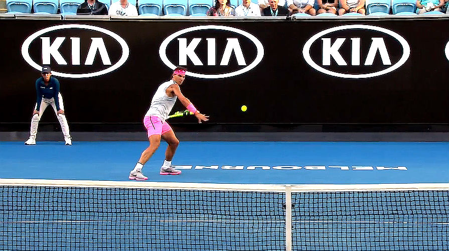 Kerber and Halep through to Australian Open last 16 in contrasting fashion
