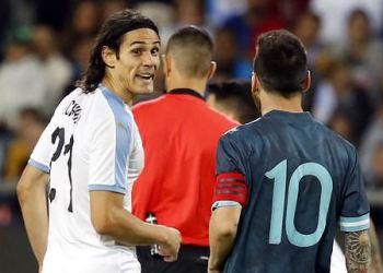 Suarez seperates Messi and Cavani 'combat' during Argentina vs Uruguay tie