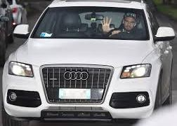 Sergio Romero arrives at Man Utd training in luxury Audi