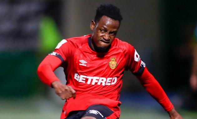 Baba Rahman pens new Chelsea deal; joins Reading