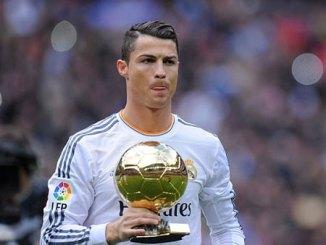 Ronaldo sells Ballon d'Or trophy