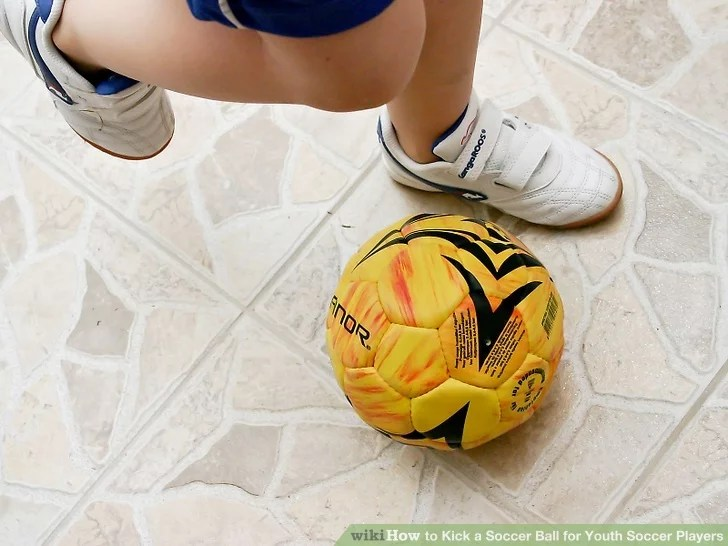 How to Kick a Soccer Ball for Youth Soccer Players: 12 Steps