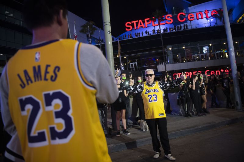 Staples Center, Honda Center donate thousands of pounds of food during event suspension due to coronavirus — Press Telegram — The view from left field