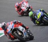 Andrea Dovizioso lleva la Ducati a lo más alto del podio en casa