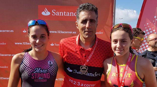 Mireia Belmonte, Miguel Indurain y Abel Anton cumplieron con el reto Barcelona Triathlon by Santander