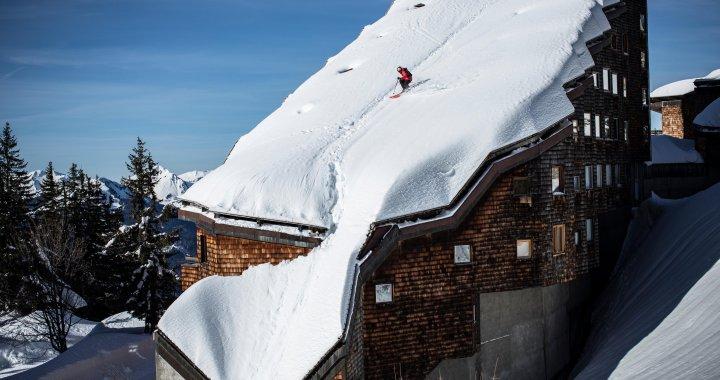 Richert Permin s'offre une session ride sur les toits d'Avoriaz