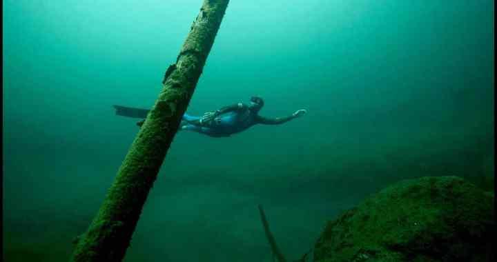 En vidéo – Plongez dans le lac Vert avec les frères Tourreau
