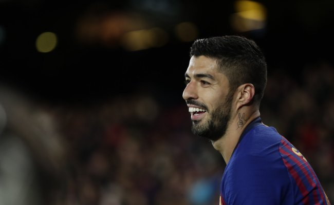 Luis Suarez Lionel Messi Lead Barca To 3 0 Win Over Eibar To Keep Lead Inquirer Sports