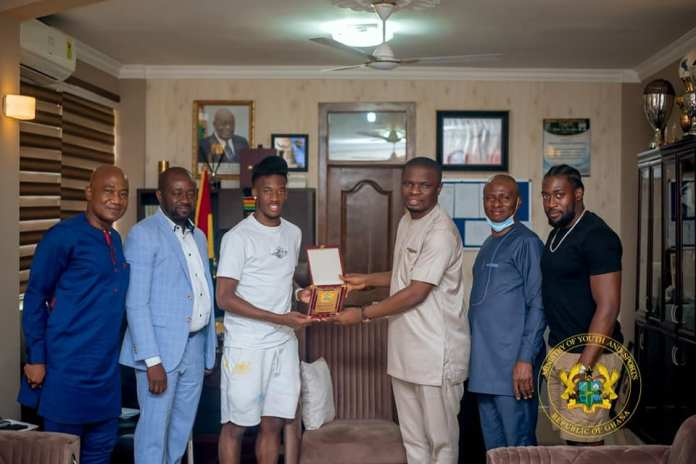 The Minister for Youth and Sports, Hon Mustapha Ussif on Tuesday June 8, 2021 received Ghanaian born Chelsea footballer, Callum Hudson-Odoi in his office