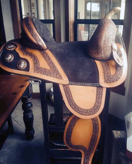 how to measure and buy lightweight western barrel racer saddles for horseback riding competition