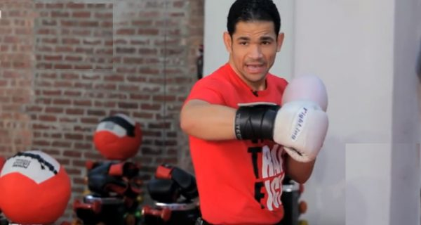 How to Do a Hook in Kickboxing