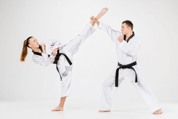 Master the Roundhouse Kick in Taekwondo