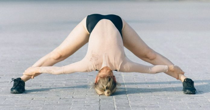 Double leg stretching with legs open