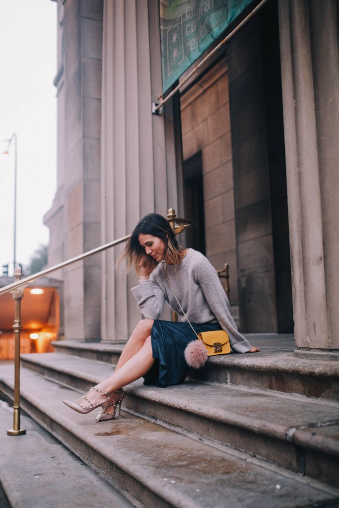 faux suede skirt and Chicago fashion blogger