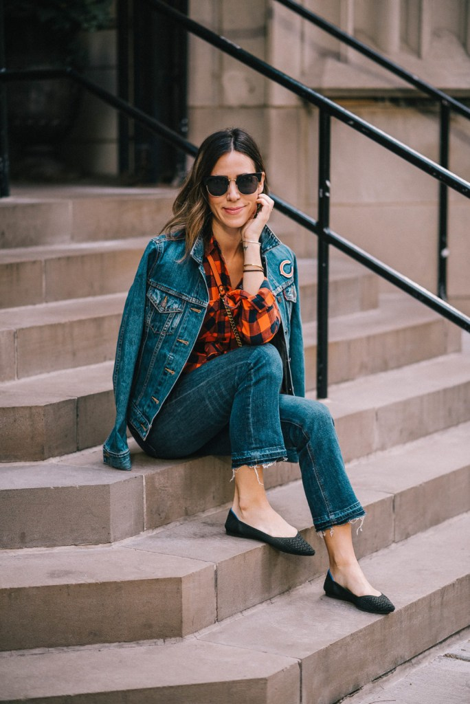 Blogger Mary Krosnjar wearing a Super Bowl game day fashion look