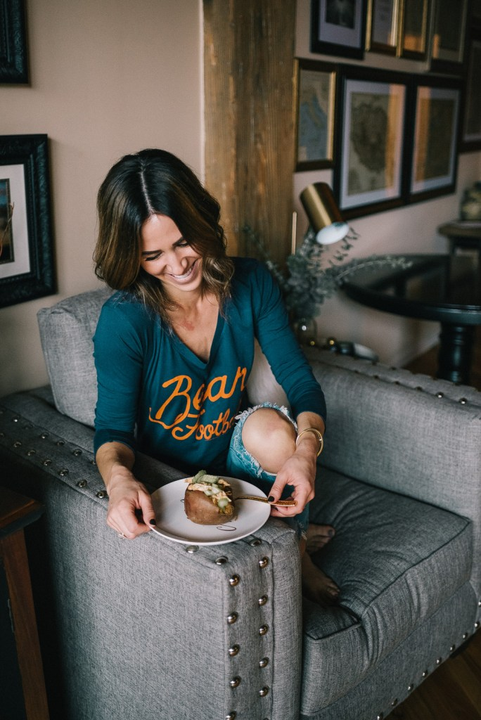 Blogger Mary Krosnjar wearing Chicago Bears Junk Food tee and Blank NYC Denim