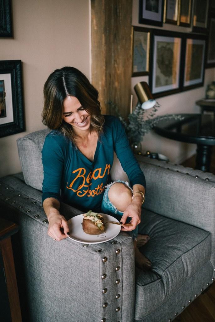 Blogger Mary Krosnjar wearing Chicago Bears Junk Food tee and Blank NYC Denim
