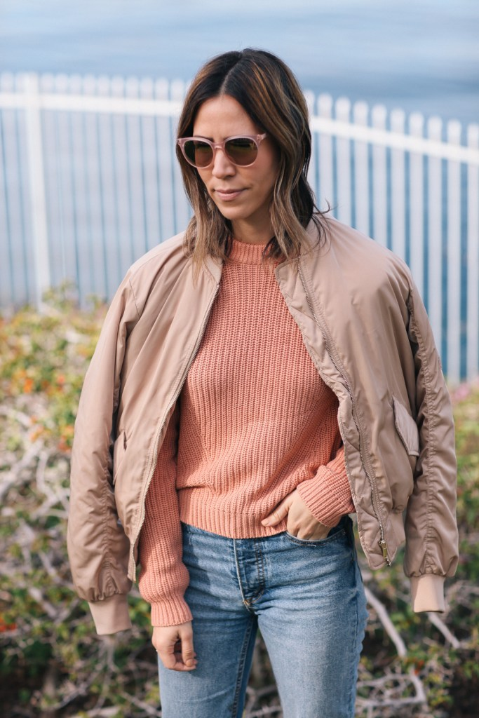 Blogger Mary Krosnjar wearing pink H&M Knit Sweater and peach bomber jacket