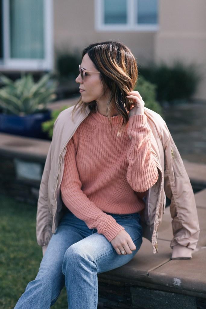 Blogger Mary Krosnjar wearing pink monochromatic look