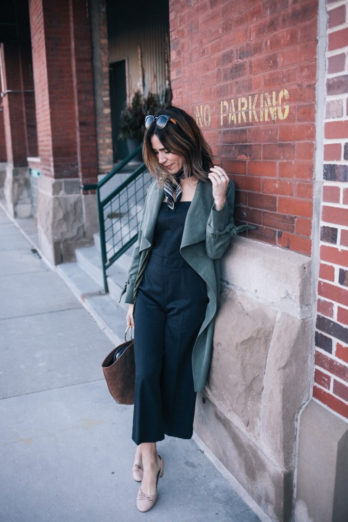 Blogger mary krosnjar wearing NYFW Club Monaco Collection and Club Monaco Draped Trench
