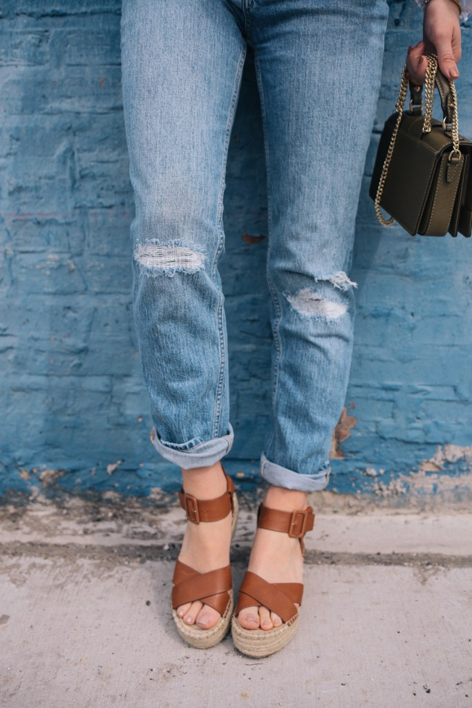 Blogger Mary Krosnjar wearing H&M girlfriend denim and Sole Society espadrilles