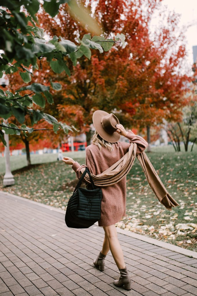 Blogger Mary Krosnjar wearing Topshop Sweater Dress and Brixton Full Brim Hat