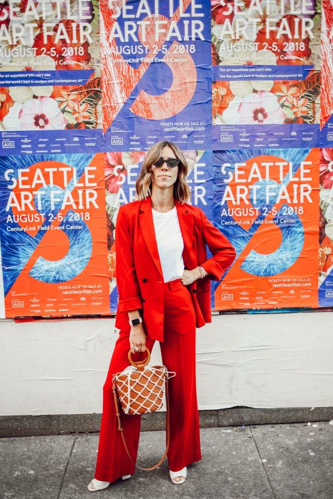 Blogger Mary Krosnjar wearing Topshop Slouch Blazer and Via Spiga Sandals