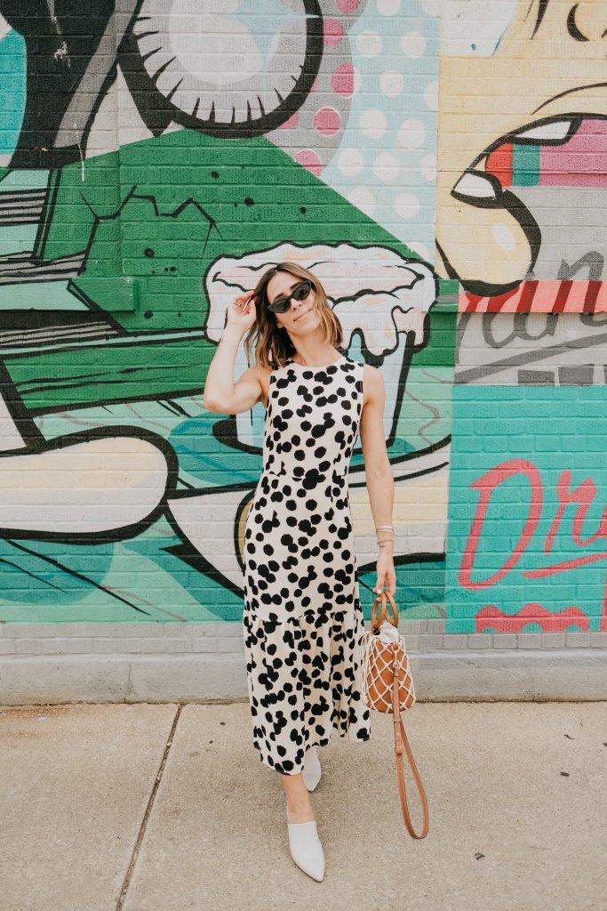 Blogger Mary Krosnjar wearing Who What Wear Polka Dot Sleeveless Ruffle Dress and Mango Net Bag
