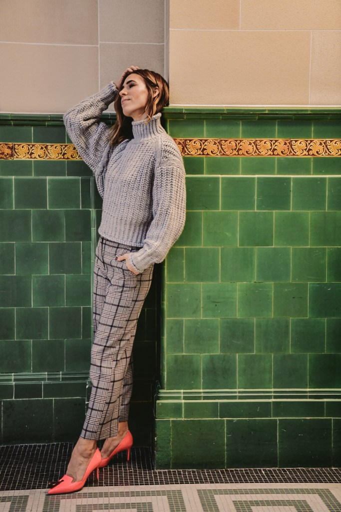 Blogger Mary Krosnjar wearing H&M Cropped Knit Sweater and Checked Wide Leg Pants
