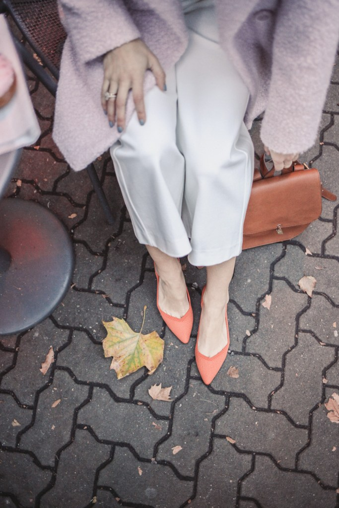 Blogger Mary Krosnjar wearing Persimmon Rothys The Point and Wide Leg White Pants