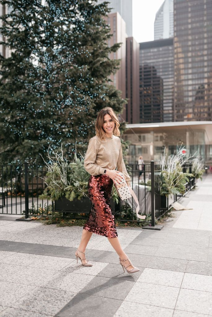 Blogger Sportsanista wearing Who What Wear Long Sleeve Metallic Pullover and Halogen Paillette Pencil Skirt