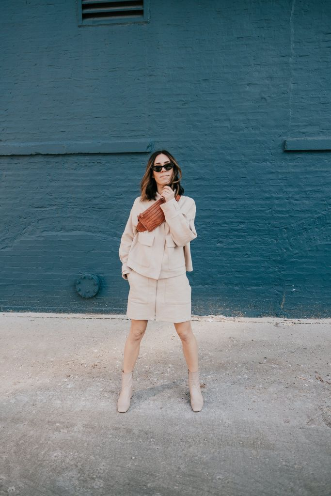 Seattle Fashion Blogger Sportsanista wearing H&M Oversized Utility Jacket and H&M Grained Belt Bag