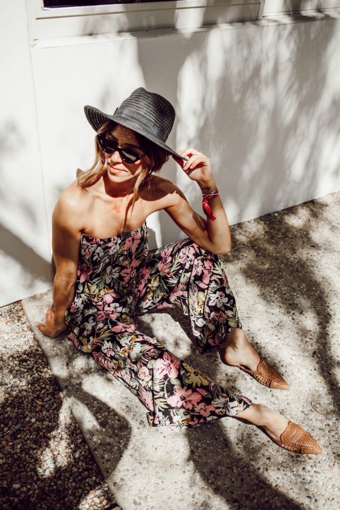 Seattle Fashion Blogger Sportsanista wearing Schutz Marli Point Toe Flats and Madewell Packable Mesa Straw Hat. Outfit inspiration for Palm Springs trip.