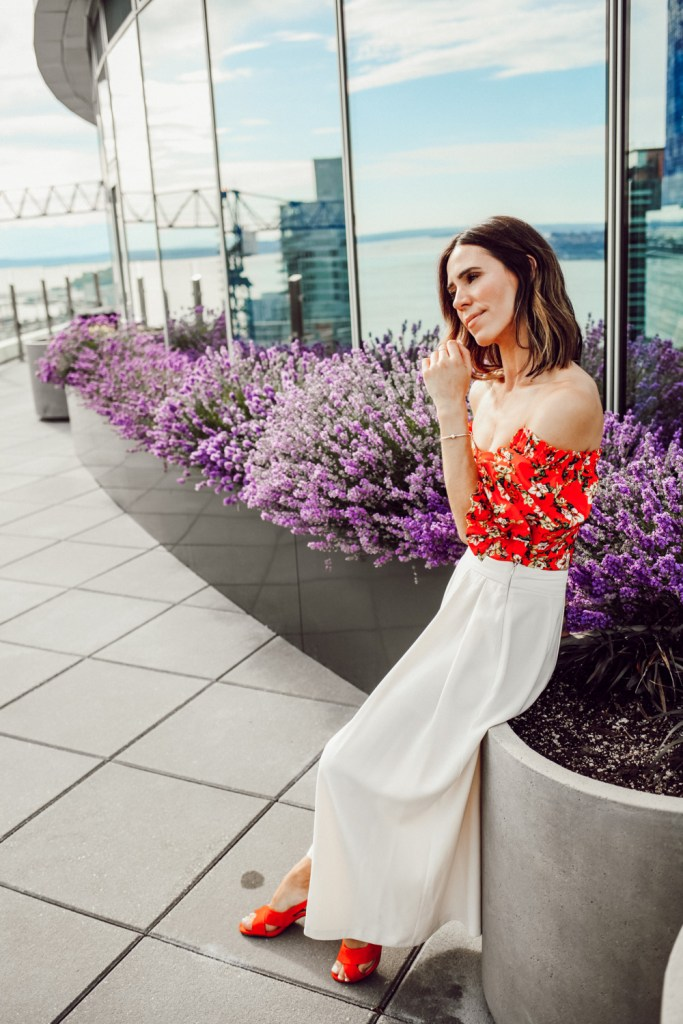 Seattle Fashion Blogger Sportsanista wearing ASOS wide leg white pant and Naturalizer Poppy Suede Sandals for summer