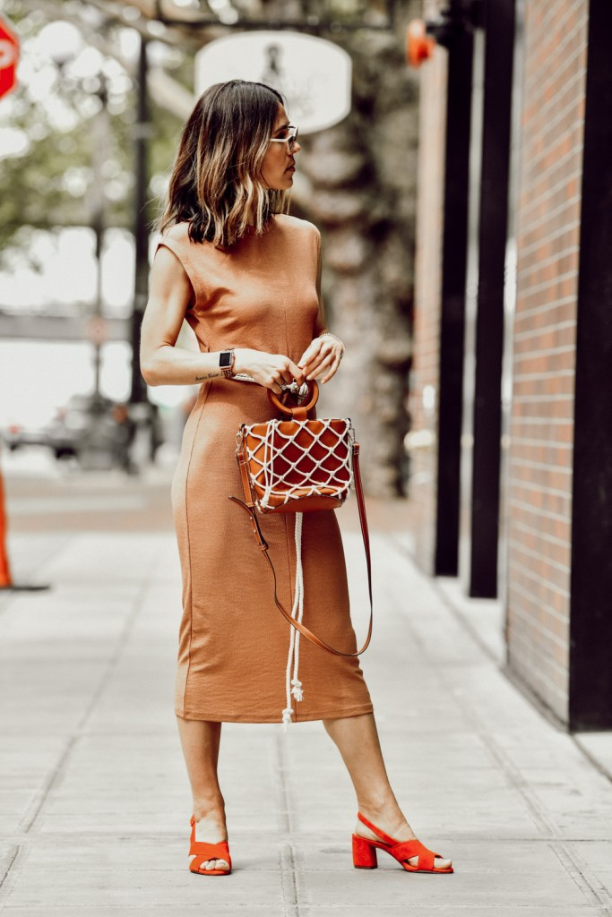 Fashion Blogger Sportsanista keeping it neutral wearing topshop rope belt midi dress and net bag