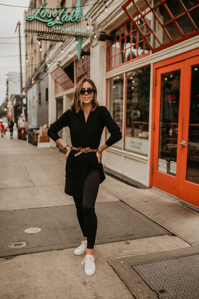 Seattle Fashion Blogger Sportsanista wearing Ann Taylor Ponte Leggings for Travel Look